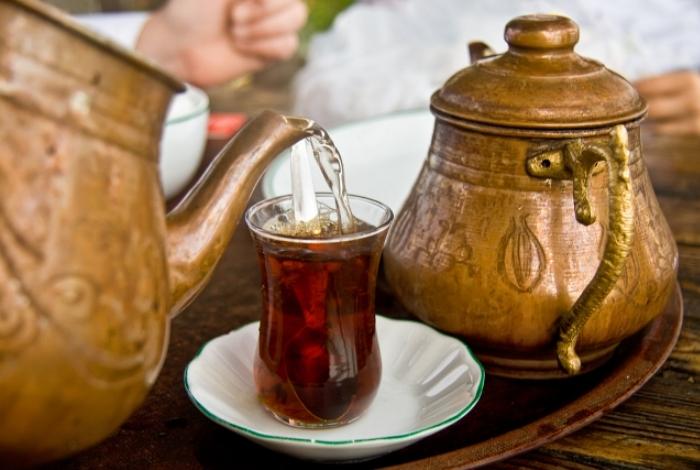 serving-tea